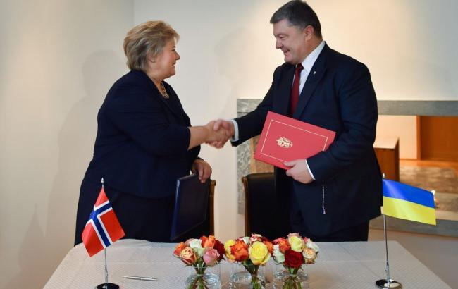 Фото: Петр Порошенко встретился с премьером Норвегии Эрной Солберг