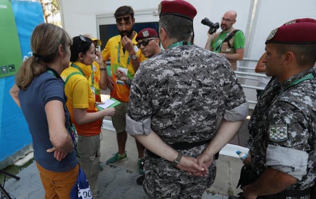 Фото: дах прес-центру на Олімпіаді в Ріо пошкодила куля