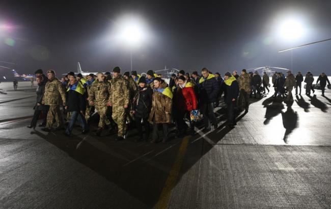 1-ый автобус сосвобожденными украинскими военнослужащими уже находится наподконтрольной территории