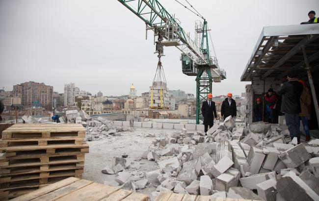 Фото: Снос надстройки на Доме профсоюзов (РБК-Украина)