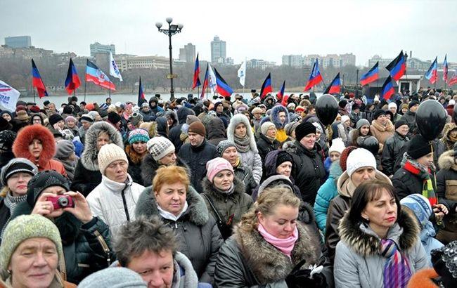 """Жорна """"правди"""": як Росія """"промиває мозок"""" жителям окупованого Донбасу"""