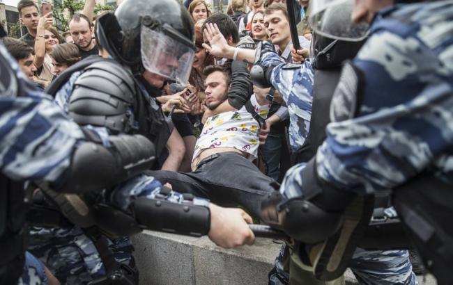 ЕСпризвал Россию освободить задержанных наакциях протеста