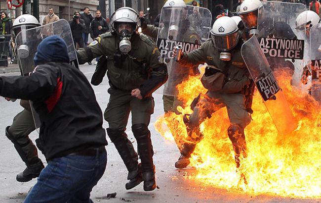 Фото: протести у Греції завершилися сутичками з поліцією