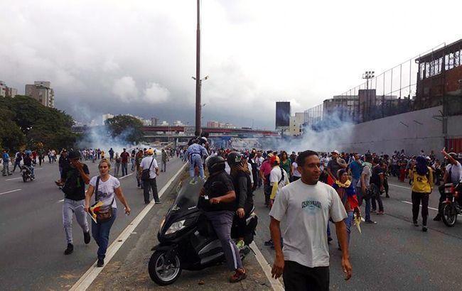 Активісти заявляють по 35 загиблих під час протестів у Венесуелі