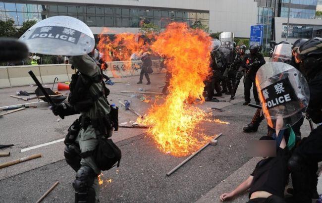 В Гонконге полиция применила огнестрельное оружие против протестующих