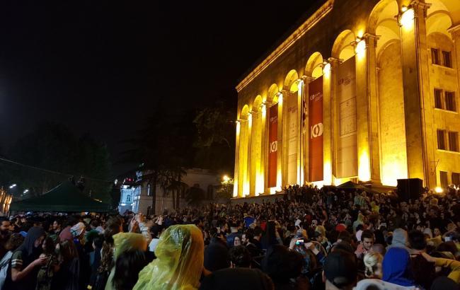 Фото: протесты в Тбилиси (twitter.com/mbenidze)