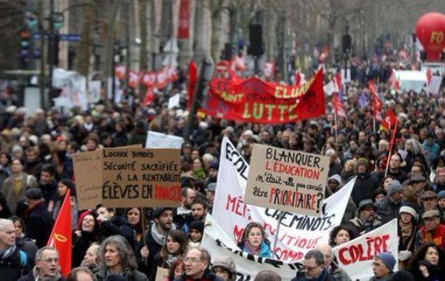 Фото: протести в Парижі (twitter.com/LeParisien_75)
