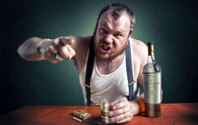 Фото: Алкоголізм (opohmele.ru)