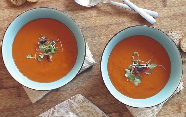 """""""Адский"""" шеф-повар дал рецепт супа-пюре из печеных перцев с фетой"""