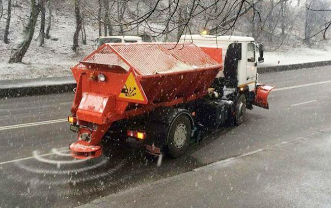 Фото: дорожники почали готуватися до зими (Голосіївська РДА)