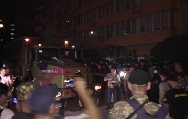 Фото: в Киеве вновь произошла драка под Оболонским райсудом
