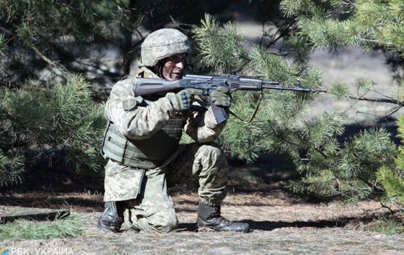 Боевики на Донбассе применили гранатометы и беспилотник, ранен военный