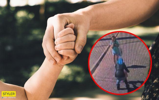 В центре Тернополя женщина пыталась украсть ребенка: видео происшествия