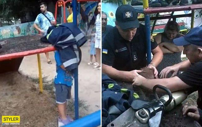 Голова попала в ловушку: ребенок застрял на детской площадке (фото, видео)
