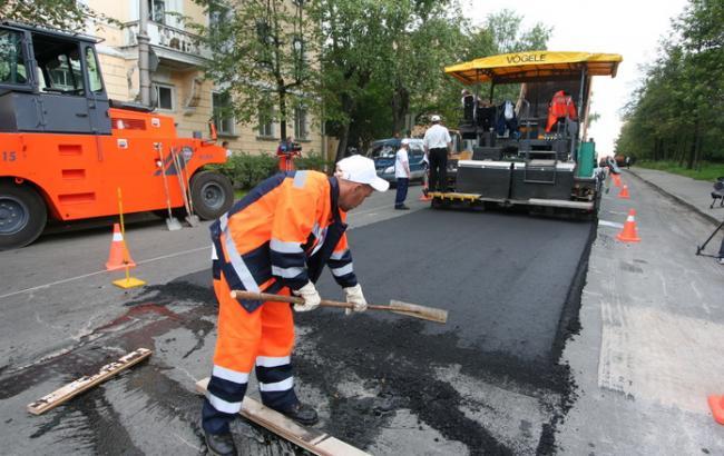 Фото: в Киеве продолжаются дорожные работы