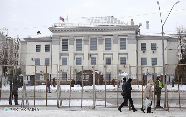 Російські дипломати, оголошені персонами нон грата, покинули Україну