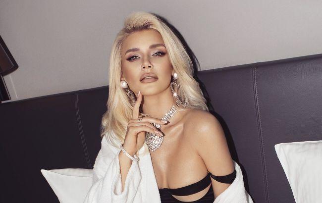 Экс-ВИА Гра снялась в сексуальной весенней фотосессии. В чем секрет ее идеальной фигуры?