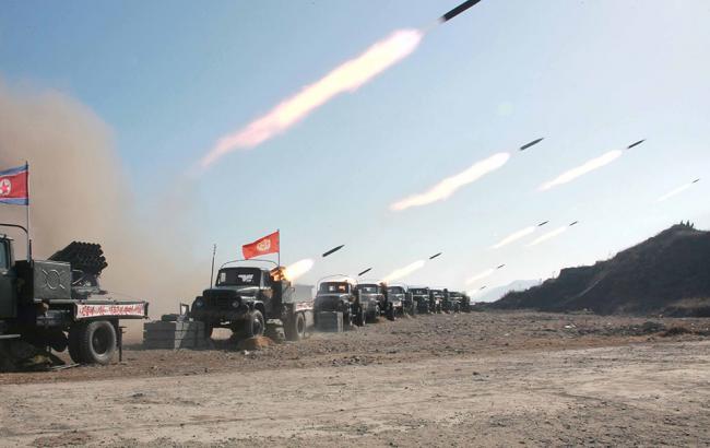 Фото: Северная Корея запустила очередную баллистическую ракету