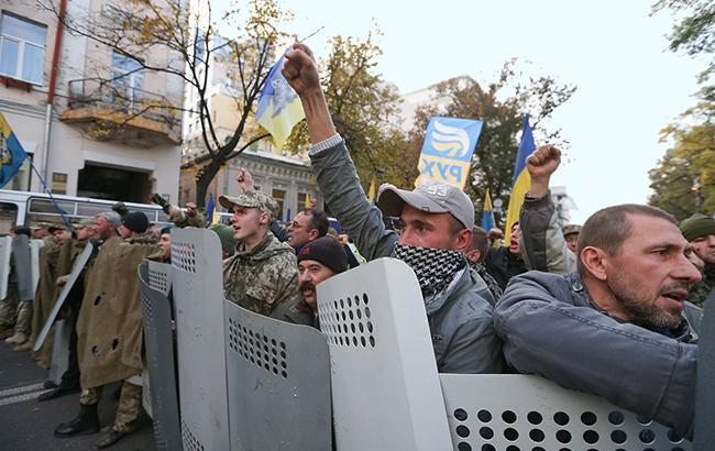 """""""Майдан начался тогда, когда вышло, как минимум, 500 тысяч киевлян. А когда вышло 4-5 тысяч, это не Майдан"""" (фото - УНИАН)"""