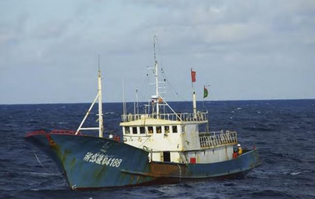 Фото: рибалки не реагували на сигнали берегової охорони Аргентини і намагалися маневрувати