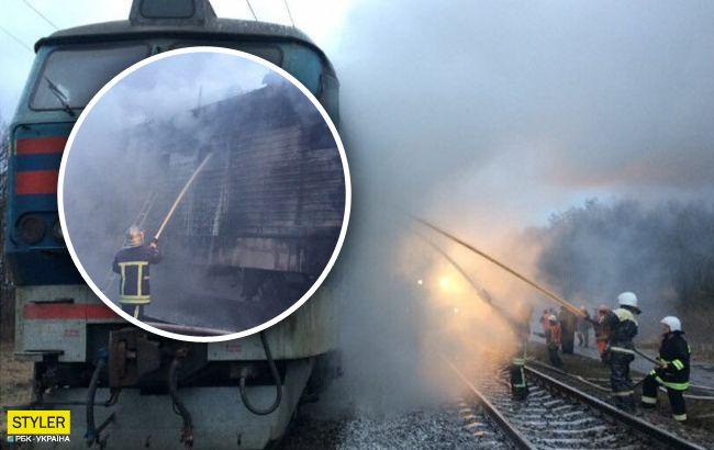 В Украине снова прямо на ходу загорелся поезд: появилось видео