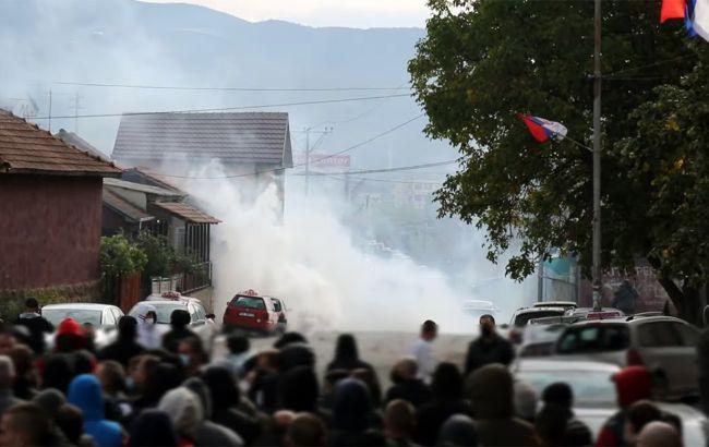 На севере Косово столкновения, полиция применила слезоточивый газ