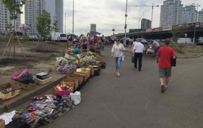 Фото: Стихійна торгівля (stroyobzor.ua)