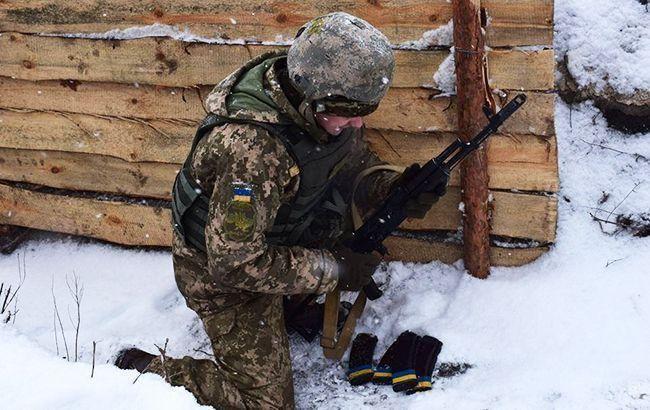 На Донбассе за день ранен украинский военный