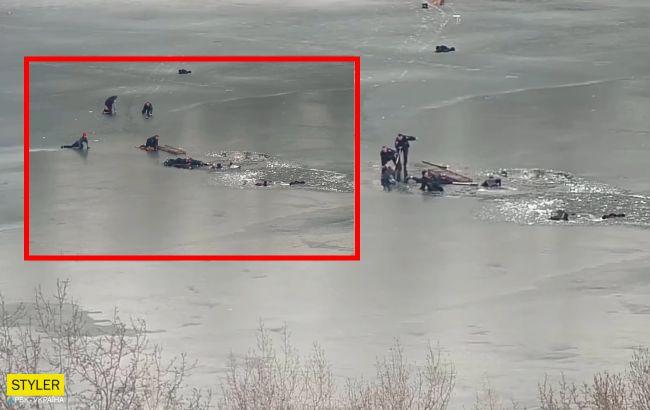 """У Дніпрі """"копи"""" витягли з крижаної води чотирьох людей: в мережі показали відео"""