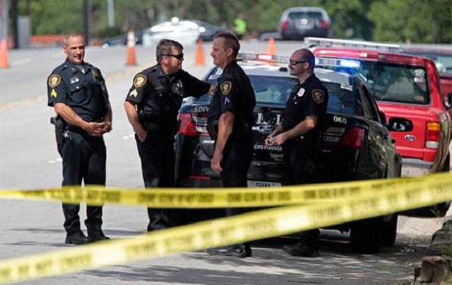 ВКалифорнии автобус скитайскими подростками врезался вдерево