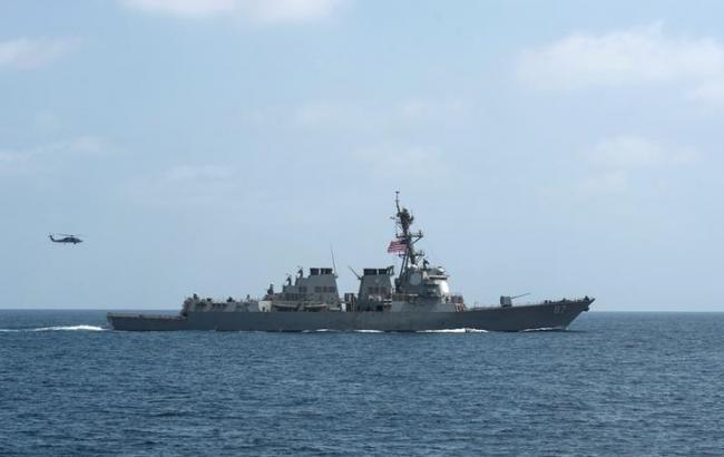 Фото: американский эсминец вновь подвергся обстрелу с территории Йемена