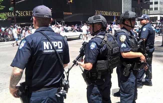 ВНью-Йорке автомобиль врезался втолпу людей, необошлось без жертв