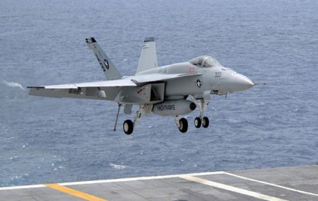 Біля Японії зазнали аварії два літаки ВМС США