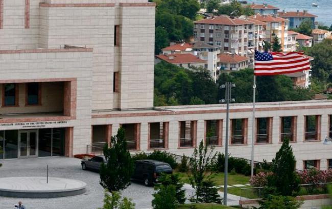 Фото: семьи американских дипломатов призвали выехать из Турции