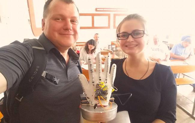 Фото: Украинка создала уникальное устройство (facebook.com/taltek.info)