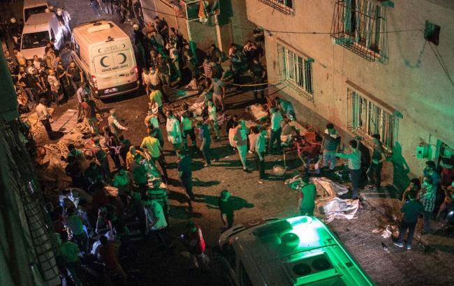 Фото: Туреччині поки що невідомо, хто скоїв теракт в Газіантепі
