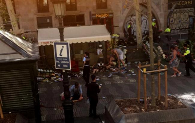 Фото: теракт в Барселоне (twitter.com Roeland Roovers)