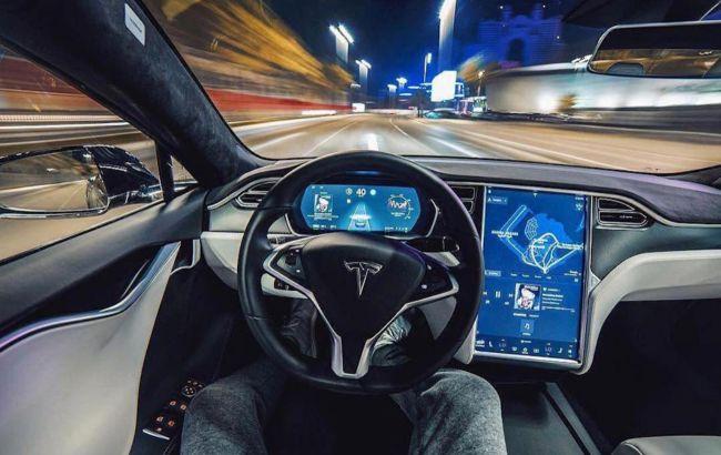 США призвало крупнейших автопроизводителей помочь в расследовании аварий с автопилотами Tesla
