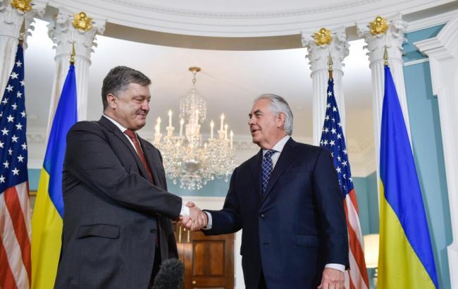 Фото: Петро Порошенко і Рекс Тіллерсон (president.gov)