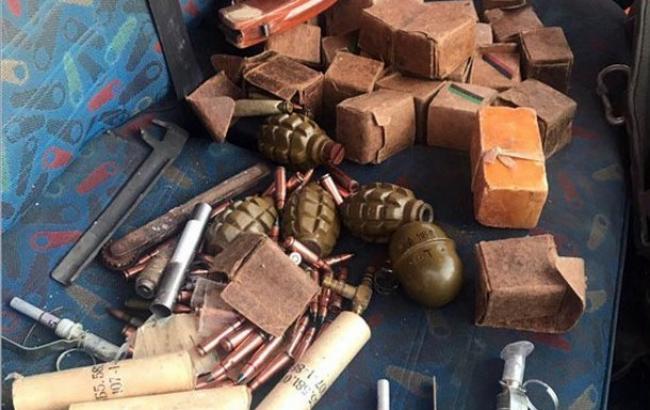 У Бахмуті затримали автомобіль із гранатами та тротилом