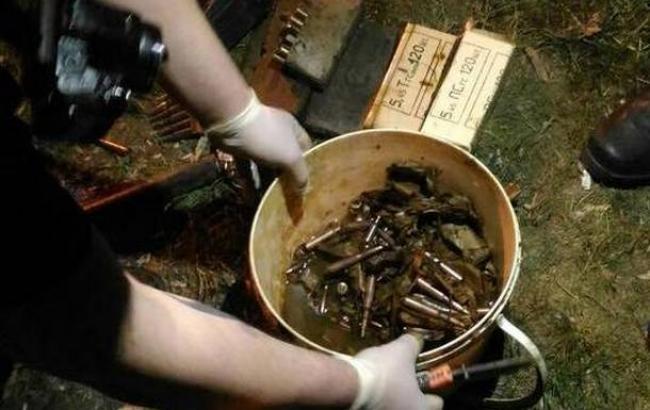 В Киеве на Трухановом острове нашли тайник с боеприпасами