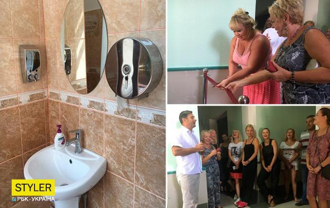 """""""Не вистачає фуршету"""": соцмережі сколихнули фото урочистого відкриття туалету в Херсоні"""