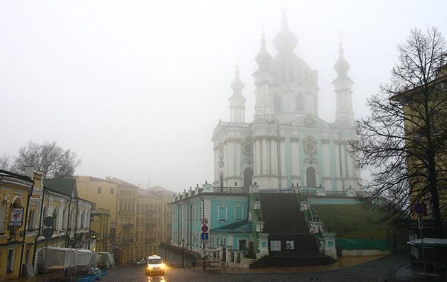 Водителей предупреждают о тумане в Киеве ночью и утром 28 декабря