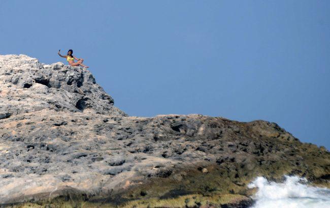 Украинская туристка в Испании захотела сделать селфи на краю обрыва и сорвалась в пропасть