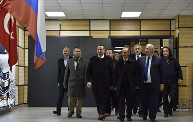Фото: в анексований Крим прибула делегація з Туреччини
