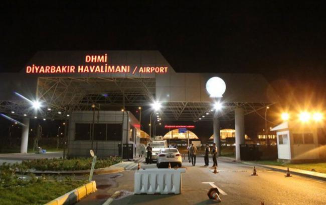 Фото: по аэропорту Диярбакыр в Турции выпустили четыре ракеты