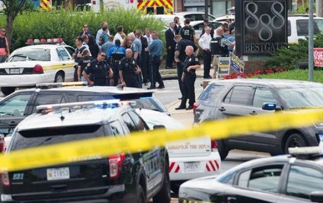 Вредакции американской газеты неизвестный расстрелял десятки корреспондентов. есть погибшие