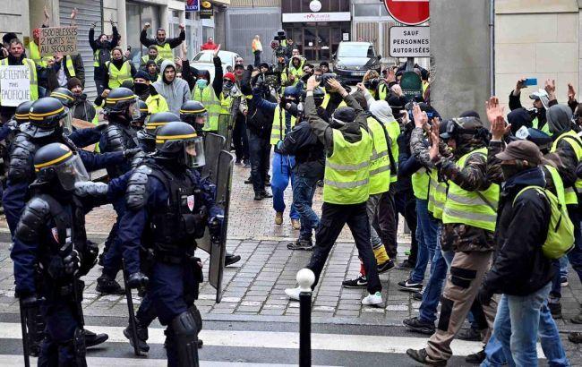 """Кількість затриманих """"жовтих жилетів"""" у Парижі зросла до 30"""
