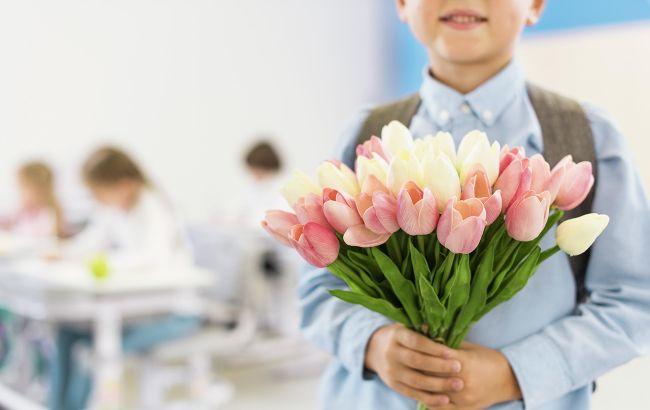 День учителя 2020: найкрасивіші привітання у віршах, листівках і прозі