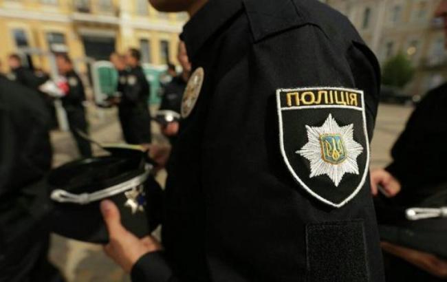 У Києві невідомий кинув до холу розважального центру піротехніку